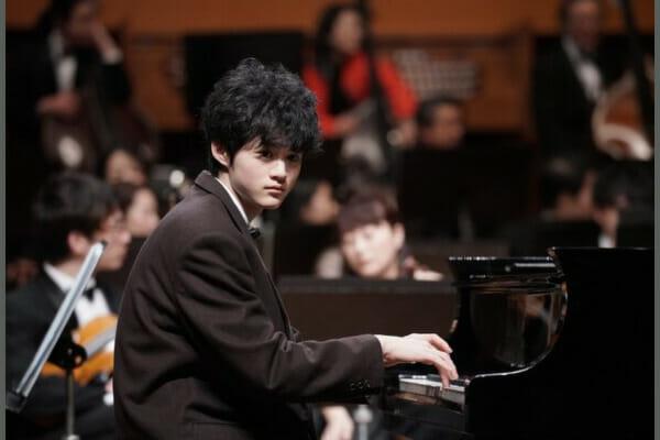 鈴鹿央士ピアノ弾ける