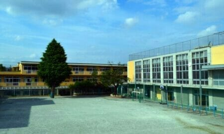 大塚愛の子供の学校と絵